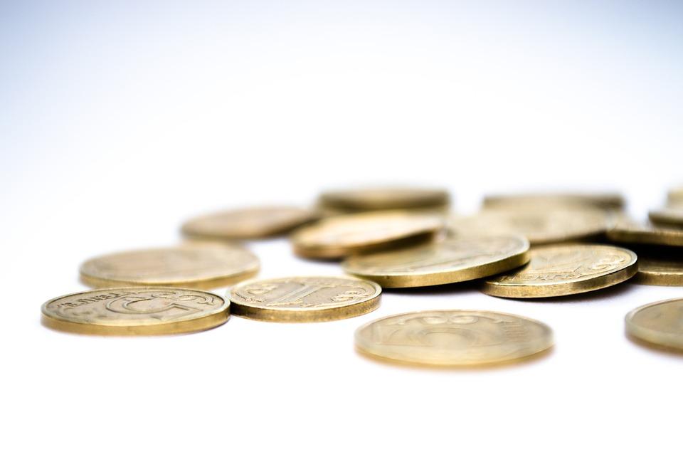 Průměrná mzda v České republice klesla
