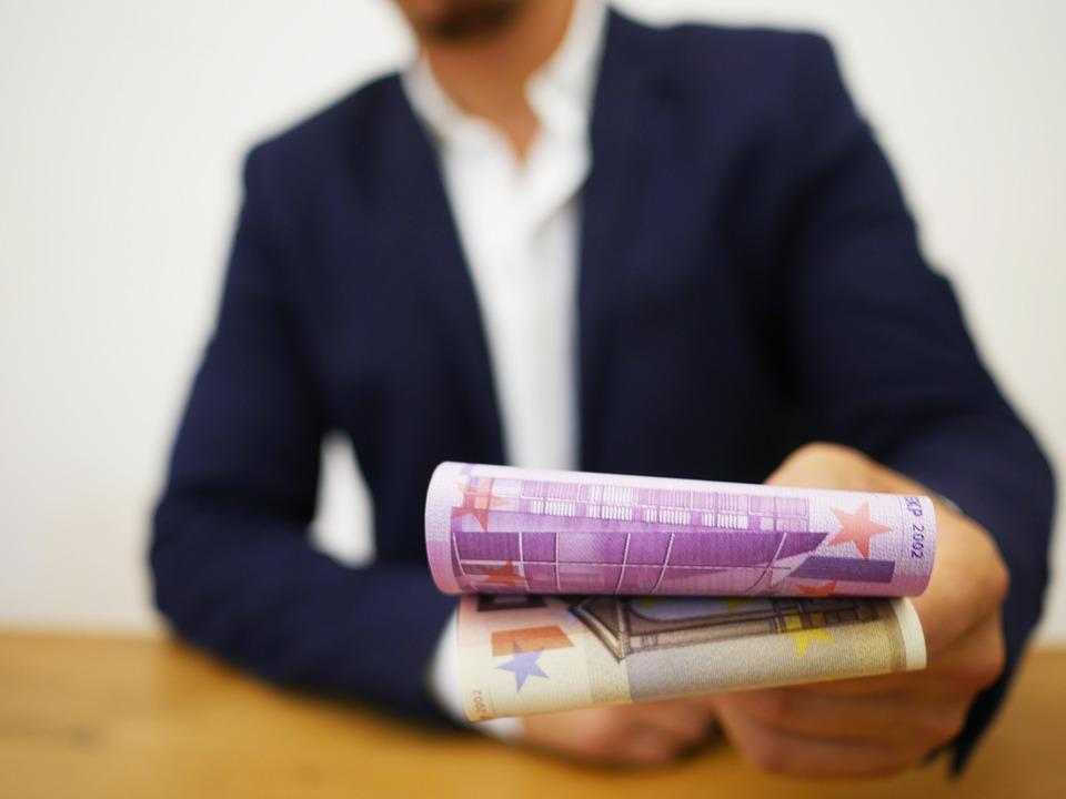 Půjčka v hotovosti nebo na účet jako okamžitá platba?